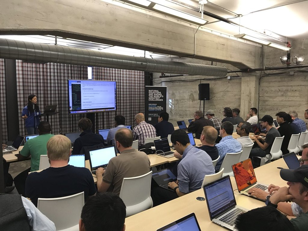 Lin Sun leads a packed Istio workshop