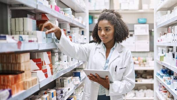 Image of a pharmacist selecting drugs in a pharmacy