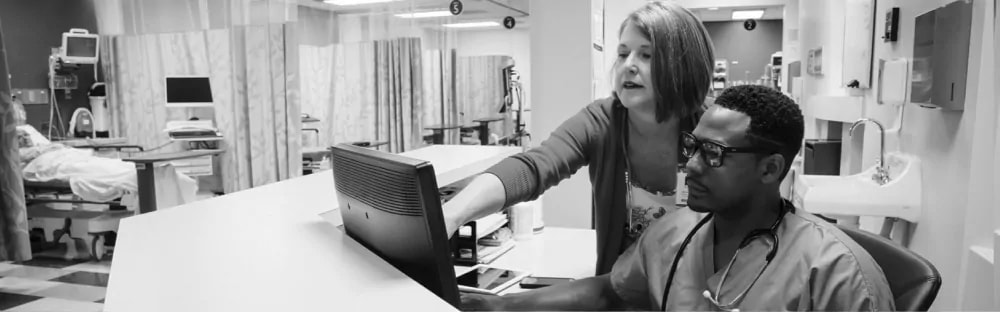 woman poiting on screen monitor something to a male nurse