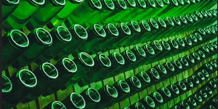 Thousand aligned green bottles