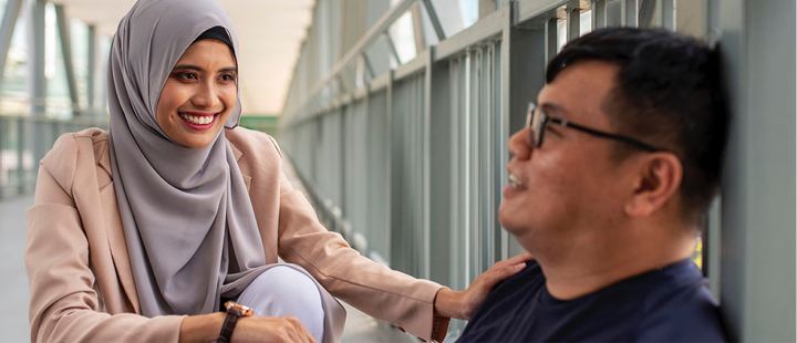 burka woman talking to a man