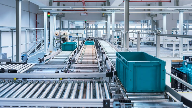 Roller conveyors in a distribution center
