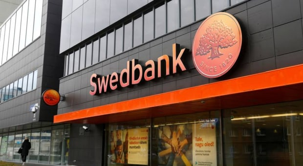 Street view of a Swedbank storefront